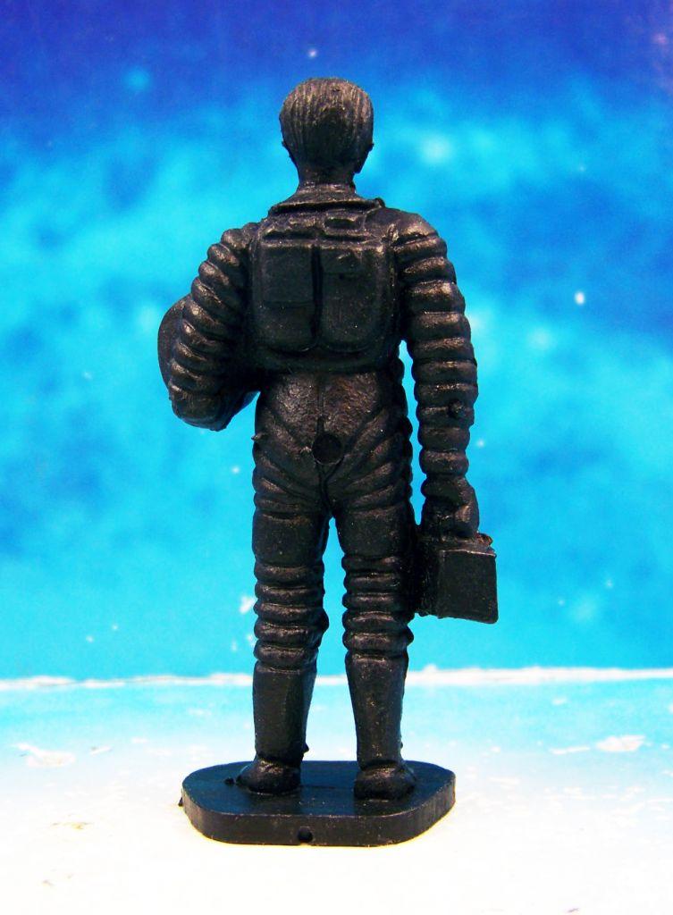 Space Toys - Figurines Plastiques - Cosmonaute tenant son casque en main (Bonux couleur noire) 02