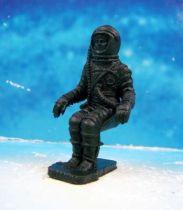 Space Toys - Figurines Plastiques - Cosmonaute assis (Bonux couleur noire) 01