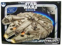 Star Wars (Original Trilogy Collection) - Hasbro - Millennium Falcon (Electronic Lights & Sounds) 01