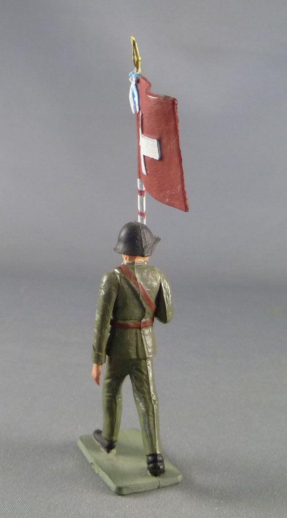 Starlux - Armée Helvétique - Piéton Suisse défilant porte drapeau (réf AH107)