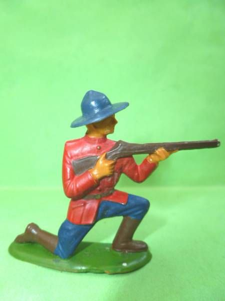 Starlux - Canadian Mounted Police - Footed firing rifle kneeling (ref 2342)