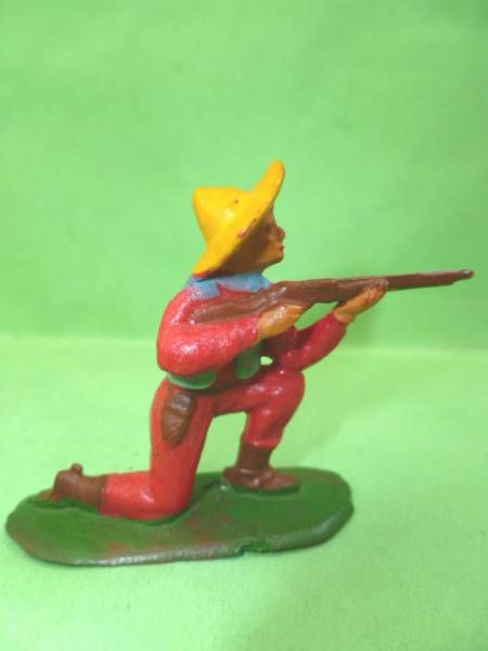 Starlux - Cow-Boys - Series 53 - Footed Kneeling firing rifle (red) (réf 122)