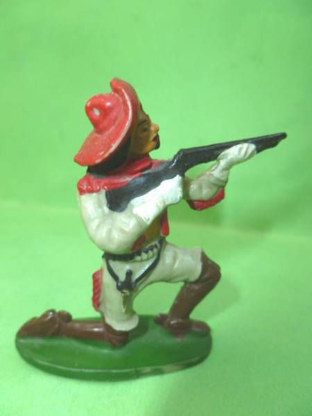 Starlux - Cow-Boys - Series 53 Buffalo Bill - Footed Firing rifle kneeling (réf 282)