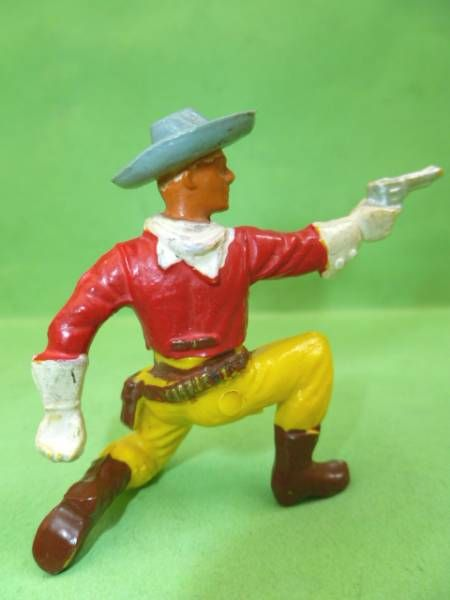 Starlux - Cow-Boys - Series 55/56 (Luxe) - Footed Kneeling firing gun (red & yellow) (réf C 2124)