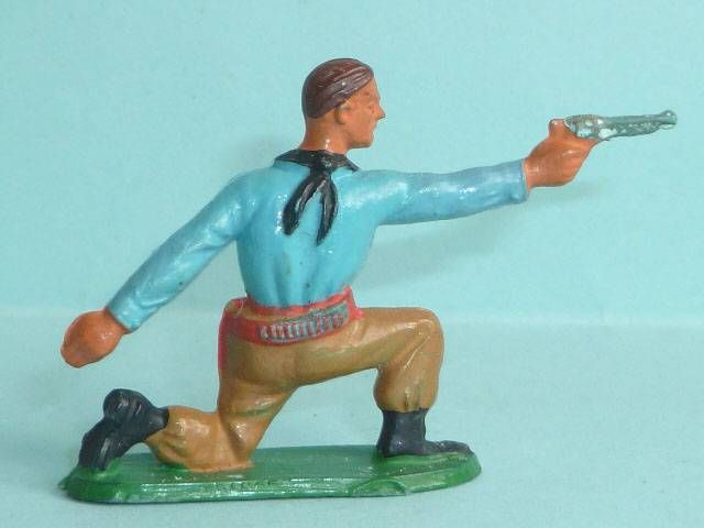 Starlux - Cow-Boys - Series 57 (Regular) - Footed kneeling firing gun (blue & ochre) (ref 124)
