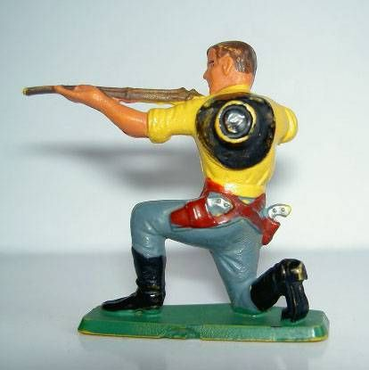 Starlux - Cow-Boys - Series 77 (regular) - Footed kneeling firing rifle (blue & yellow) (ref 122)
