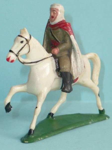 Starlux - French Cavalry - Series 53 - Mehariste officer trotting white horse (réf 403)