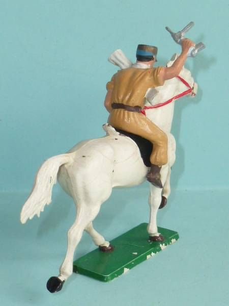 Starlux - French Cavalry - Series 63 - Saharian tommy gun trotting white horse (ref 402)