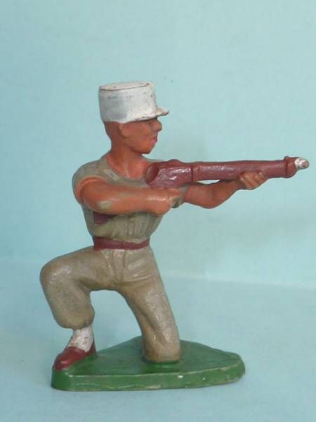 Starlux - French Legion - Type 2 - Firing rifle kneeling (réf 82)