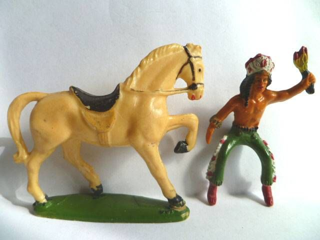 Starlux - Indiens - Série Ordinaire 53 - Cavalier Torch (green) ivory walking horse (ref 439)