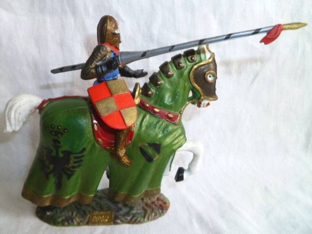 Starlux - Middle-age - serie 66 - ref 6121 - Mounted with spear on 1961 walking white horse with green jousting robe