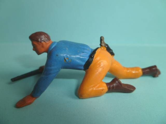 Starlux - Nestlé Kohler - Cow-Boys - Footed Crawling with rifle N° 142