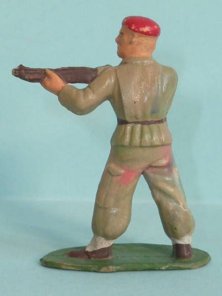 Starlux - Paratroopers - Type 2 - Firing rifle standing (ref 61)