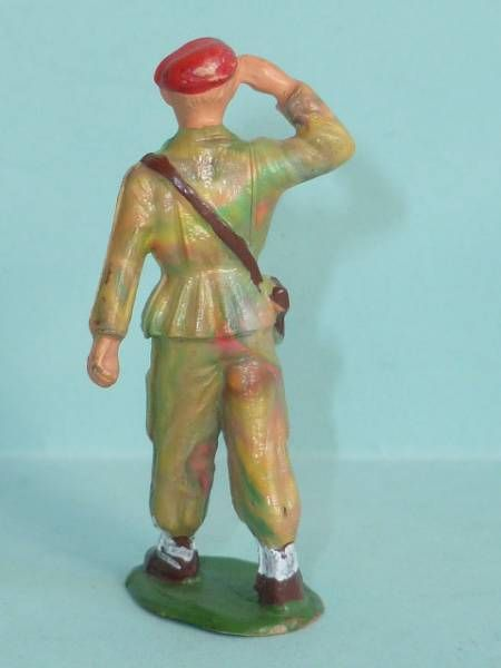 Starlux - Paratroopers - Type 2 - Marching officer (ref 65)