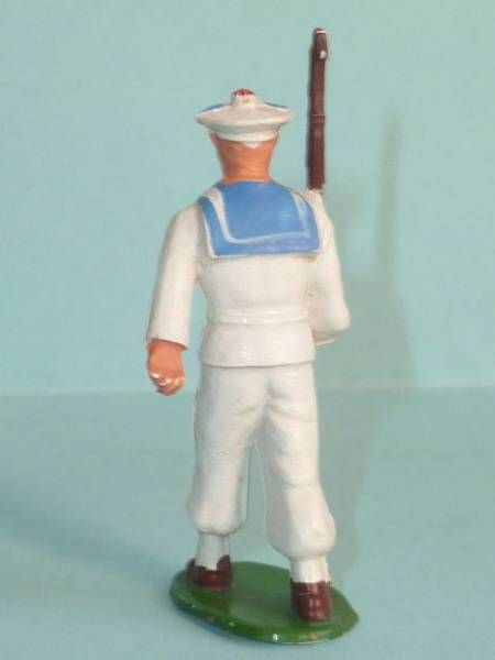Starlux - Sailors - Type 2 - Marching riffle on shoulder (réf 46)