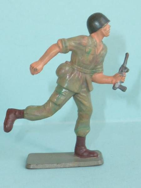 Starlux - Soldier Series ordinaire 66 - Attacking with MP (ref C15 mixed plastic)