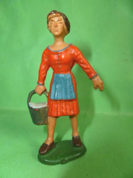 Starlux - The Farm - Farm woman with bucket (series 53/54 ref 509)