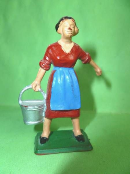 Starlux - The Farm - Farm woman with bucket (series 59 ref 509)
