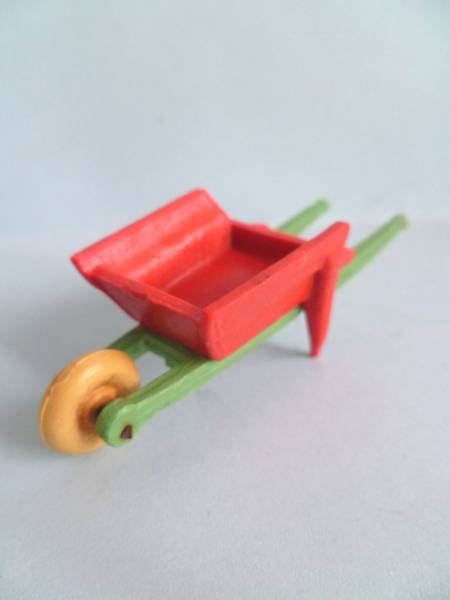 Starlux - The Farm - Wheelbarrow (orange body yellow wheel) (ref 605)