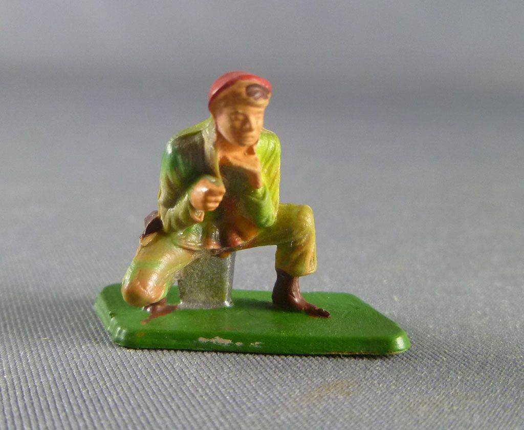 Starlux 30mm (1/55°) - Army - Paratrooper fighting machine gunner (ref 1164 )