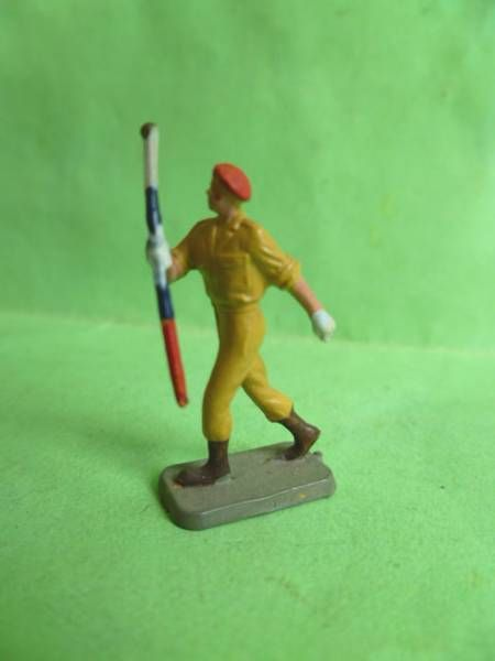 Starlux 35mm (1/50°) - Army - Paratrooper Summer Dress marching band leader (ref MPM 62)