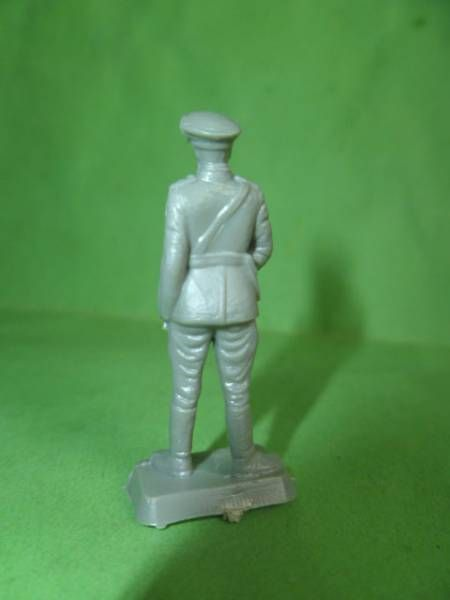 Starlux 35mm (1/50°) - Army - Russian Officer (unpainted) (ref MAS 1)