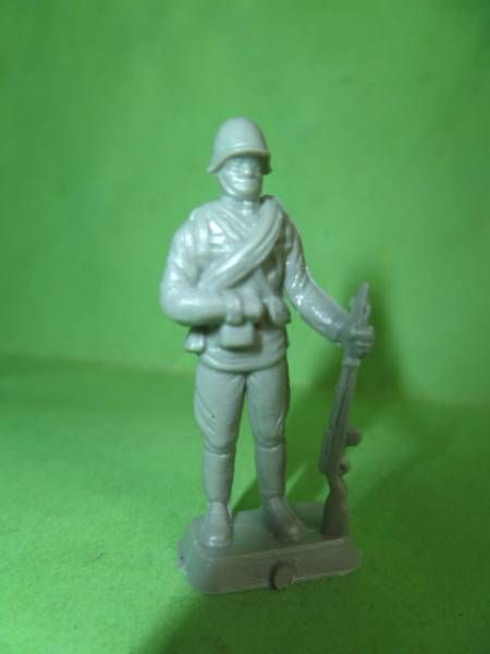 Starlux 35mm (1/50°) - Army - Russian Trooper rifle left hand (unpainted) (ref MAS 6)
