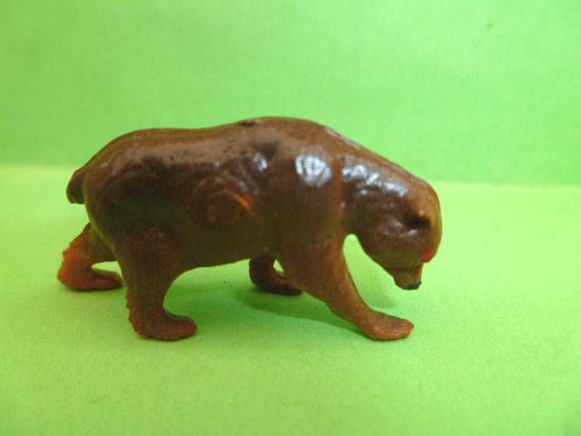 Starlux 35mm (1/50°) - Circus / Zoo - Animal Bear (brown) (ref MC 18) scaled for Solido Verem