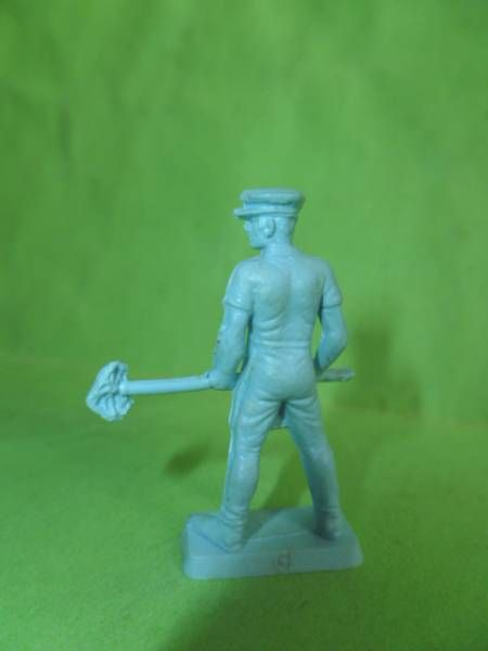 Starlux 35mm (1/50°) - Circus / Zoo - Cage keeper meat pick (light blue) (ref MC 4) scaled for Solido Verem
