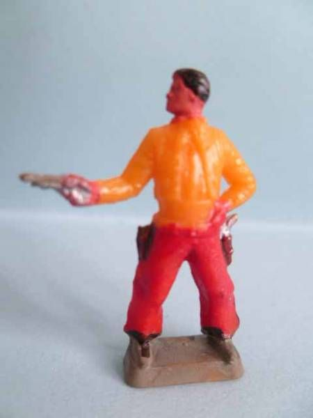Starlux 35mm (1/50°) - Wild West Cow-Boys- Firing pistol standing (yellow & red) (ref MCB 5128)