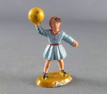Starlux 40mm - Train station - Little girl playing ball (ref 1120)