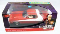 Starsky & Hutch - Scalextric - Ford Gran Torino 1976 1-32ème (avec figurines de Starsky & Hutch) 01