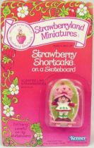 Strawberry shortcake - Pvc figure (Mint on card) - Strawberry Shortcake on skateboard