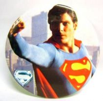 Superman (movie) - 1978 vintage botton - Superman flies away