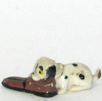 The 101 dalmatians - Marx figure - Baby eating shoes