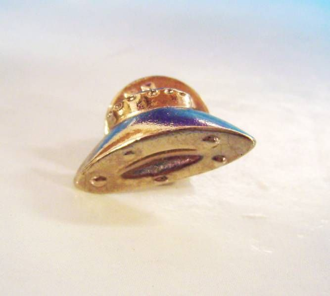 The Invaders (TV Series) - \'\'Space Saucer\'\' Pins
