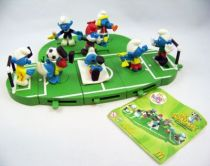 The Smurfs - McDonald 2006 \'\'Football (Soccer) - Team\'\' (Set of 8 figures with base)