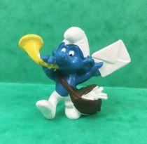 The Smurfs - Schleich - 20031 Postman Smurf (no heart on mail)