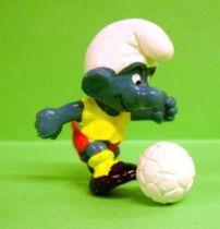 The Smurfs - Schleich - 20035 Kicker Smurf (yellow t-shirt & red short)