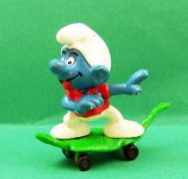 The Smurfs - Schleich - 40204 Smurf skateboarding on vegetal board