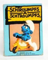 The Smurfs - Schleich - 40230 Smurf driving a Kick Scooter (mint in box)