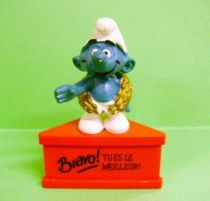 The Smurfs - Schleich - Winner Smurf  \'\'Cheer! You are the best\'\' (red base)