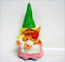 The world of David the Gnome - PVC Figure - Susan breast-feeds a baby