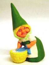The world of David the Gnome - PVC Figure - Susan does laundry (green dress)