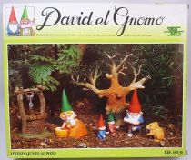 "The world of David the Gnome - PVC Figure boxed set Star Toys - ""Reading by the well\"""