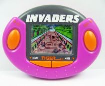 Tiger Electronic - Handheld Game - Invaders