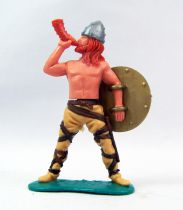 Timpo - Viking - Footed Blowing horn (red hairs) buff standing legs back gold shield (with strips)