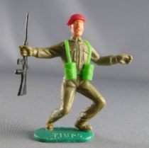 Timpo - WW2 - British (Airborne Red Beret) - 1st series - Both arms outstreched (rifle) both legs bent to the left