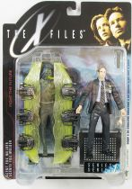 X-Files - McFarlane Toys - Agent Fox Mulder with Cryopod Chamber