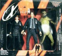 X-Files - McFarlane Toys Giftset - Agents Fox Mulder & Dana Scully with Alien (mint in box)